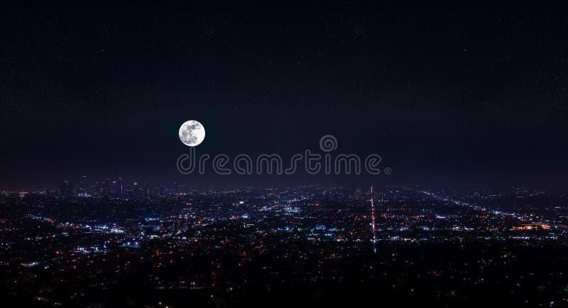 Opinión aérea de la noche granangular estupenda hermosa de Los Angeles imágenes de archivo libres de regalías