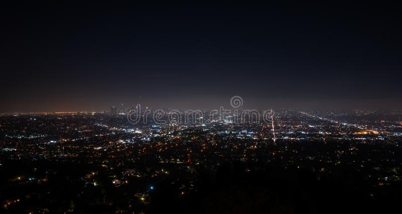 Opinión aérea de la noche granangular estupenda hermosa de Los Angeles foto de archivo
