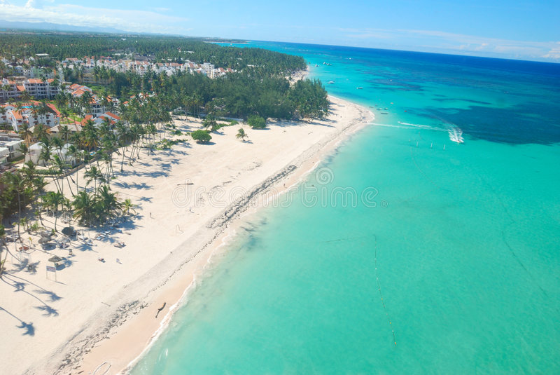 Opinión aérea de la playa del Caribe imagen de archivo