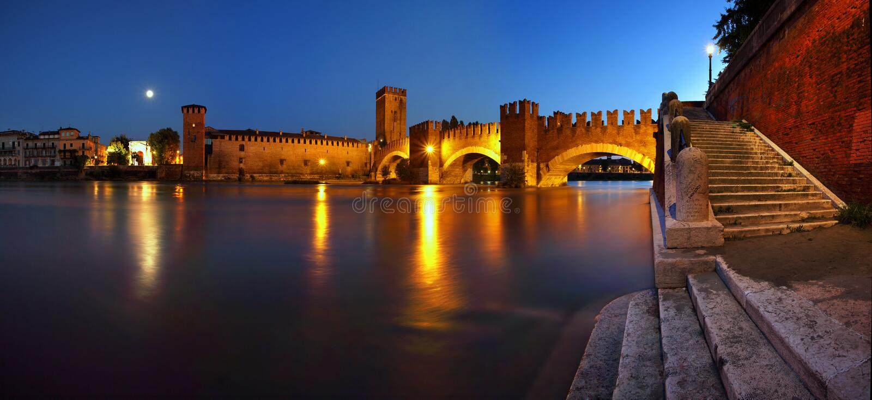 Opini?n a?rea de la puesta del sol hermosa regi?n de Verona, V?neto, Italia fotos de archivo libres de regalías