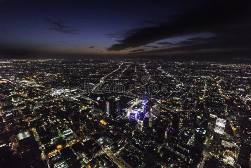 Opinión aérea de Los Ángeles South Park de la noche céntrica del área foto de archivo libre de regalías