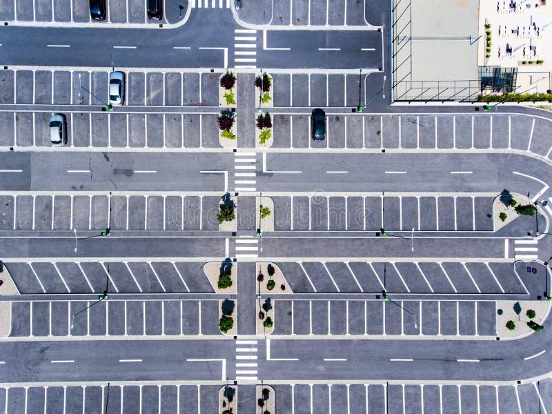 Opinión aérea de los aparcamientos libres desde arriba foto de archivo