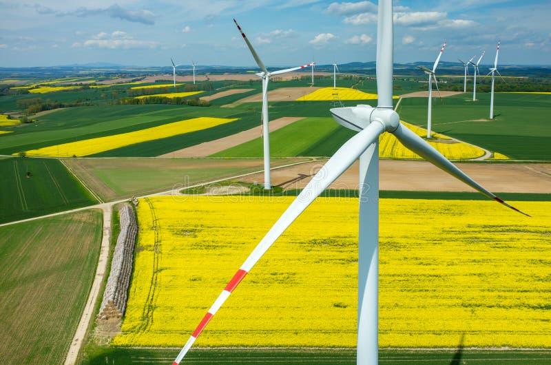 Opinión aérea de los molinoes de viento imagen de archivo