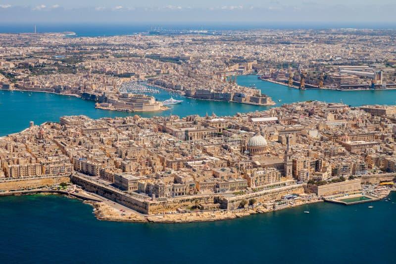 Opinión aérea de Malta La Valeta, capital de Malta, pueblos magníficos del puerto, de Senglea y de IL-Birgu o de Vittoriosa, fuer imagen de archivo libre de regalías