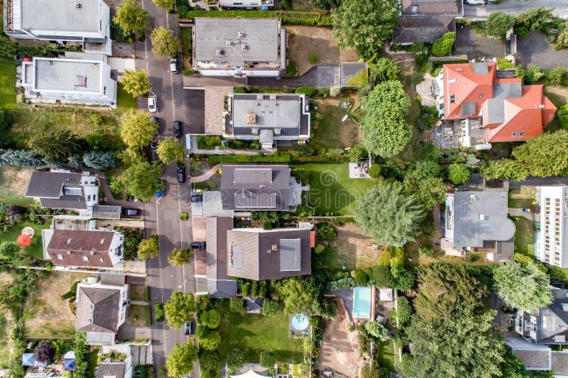Opinión aérea del abejón de calles en el mún godesberg de Bonn la capital anterior de Alemania con la vecindad alemana típica de  imágenes de archivo libres de regalías
