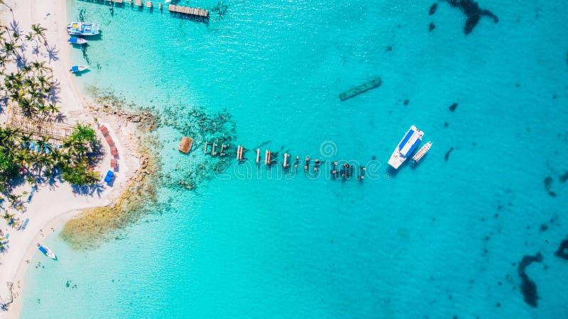 Opinión aérea del abejón de la isla de Saona en Punta Cana, República Dominicana foto de archivo libre de regalías