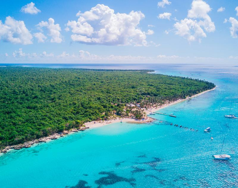 Opinión aérea del abejón de la isla de Saona en Punta Cana, República Dominicana fotografía de archivo libre de regalías