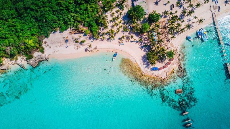 Opinión aérea del abejón de la isla de Saona en Punta Cana, República Dominicana imagen de archivo libre de regalías