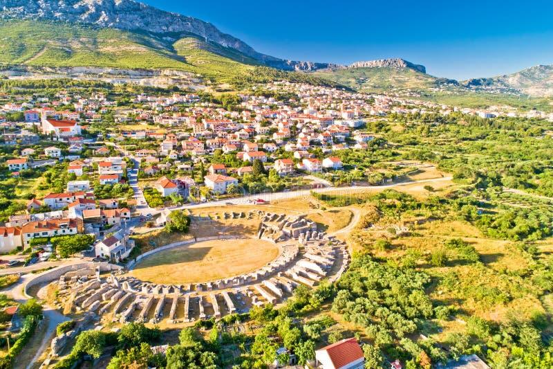 Opinión aérea del anfiteatro antiguo de Salona o de Solin fotos de archivo