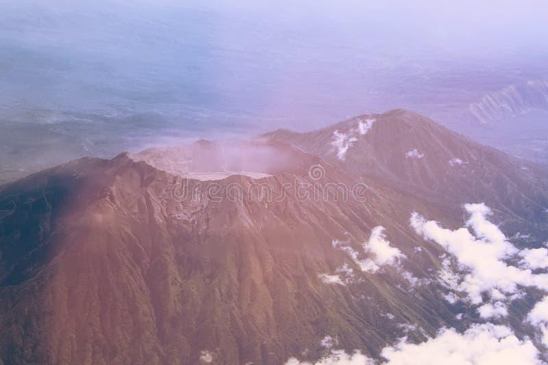 Opinión aérea del cráter del volcán, Indonesia fotos de archivo libres de regalías