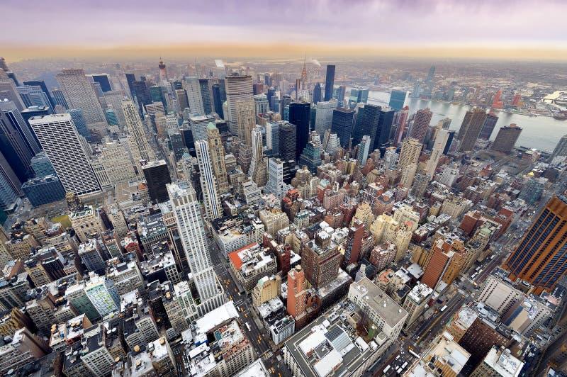 Opinión aérea del horizonte de New York City Manhattan fotografía de archivo