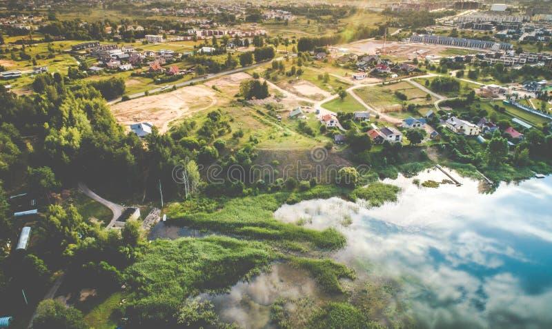 Opinión aérea del lago en Lituania Vilna fotos de archivo