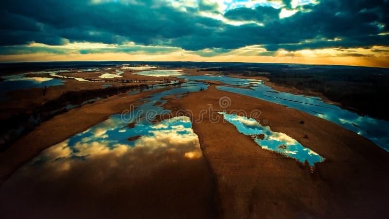 Opinión aérea del paisaje del lago imagenes de archivo