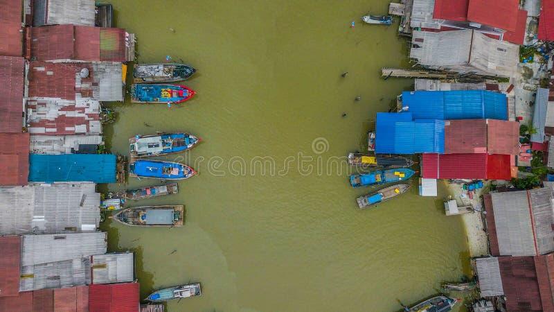 Opinión aérea del paisaje hermoso del pueblo de los pescadores en Kuala Spetang Malaysia fotos de archivo libres de regalías