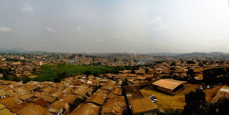 Opinión aérea del paisaje urbano a Yaounde, capital del Camerún fotos de archivo libres de regalías