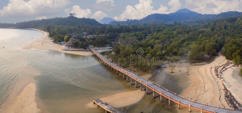 Opinión aérea del panorama del mar de andaman del ranong de la isla del payam meridional imagen de archivo libre de regalías