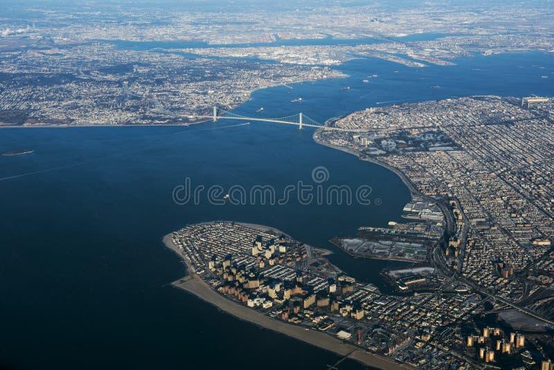 Opinión aérea del puente de los estrechos de Verrazano foto de archivo libre de regalías