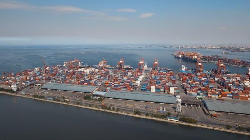 Opinión aérea del puerto industrial del cargo Manila, Filipinas fotos de archivo libres de regalías