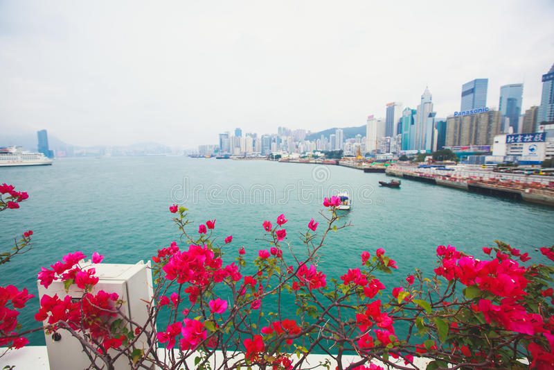 Opinión aérea del verano granangular estupendo hermoso del horizonte de la isla de Hong Kong, puerto de Victoria Bay, con los ras fotos de archivo