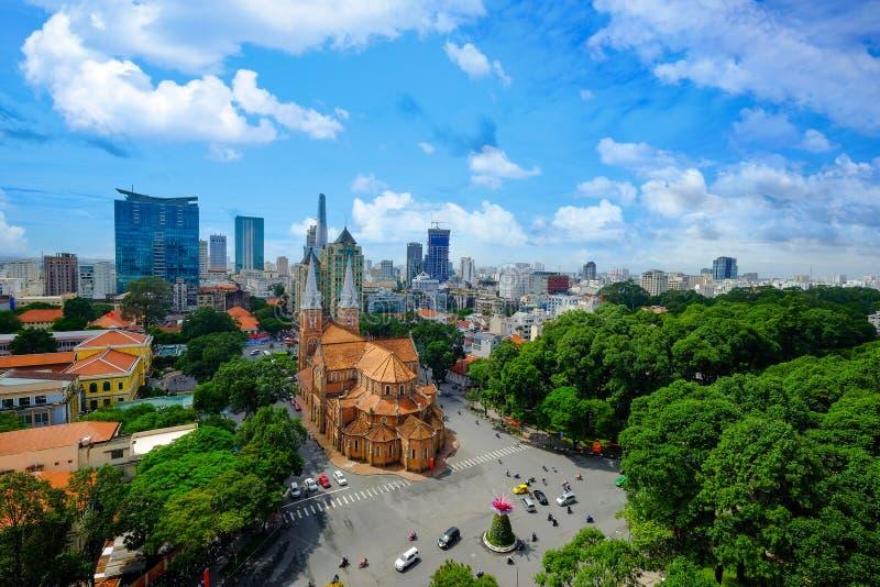 Opinión aérea Duc Ba Church, la iglesia más famosa de Ho Chi Minh City - la ciudad más grande de Vietnam fotografía de archivo
