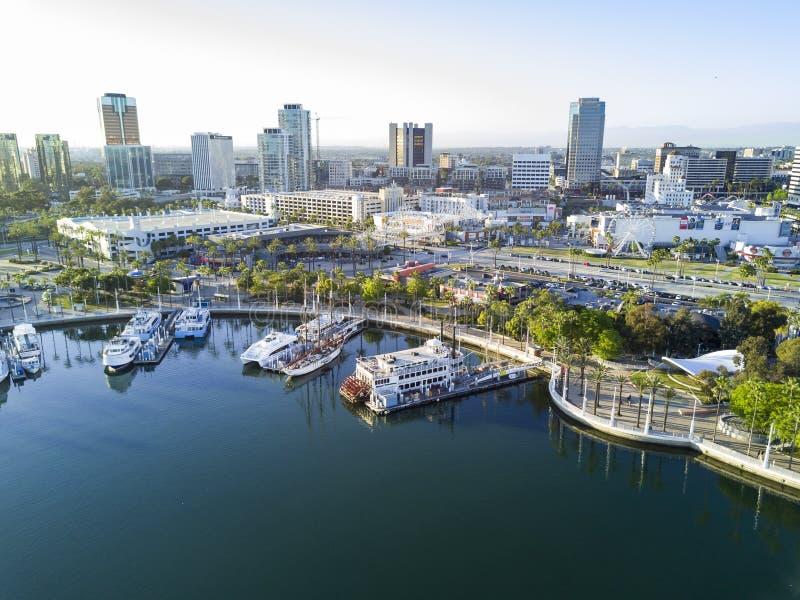 Opinión aérea hermosa de la tarde alrededor del puerto del arco iris fotografía de archivo