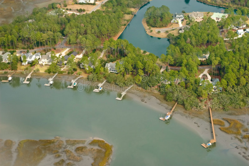 Opinión aérea la comunidad costera foto de archivo