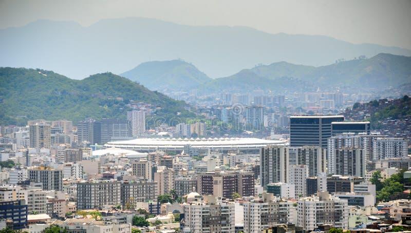 Opinión aérea las vecindades del sao Cristovao, de Maracana y de Tijuca, el estadio de fútbol y Tijuca Forest National Park foto de archivo libre de regalías