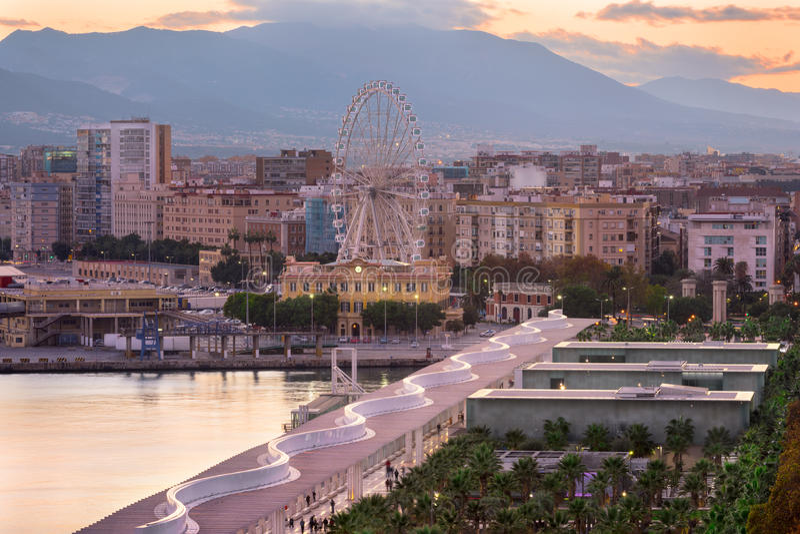 Opinión aérea Málaga y su Ferris Wheel por la tarde, Malag imagenes de archivo