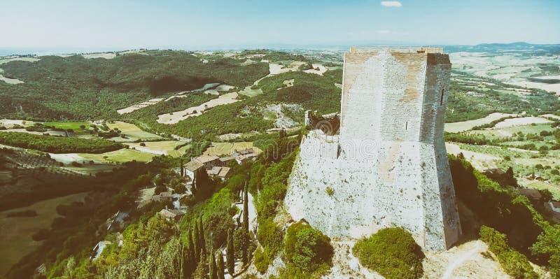 Opinión aérea maravillosa Rocca di Castiglione, Val D 'Orcia - Tus foto de archivo