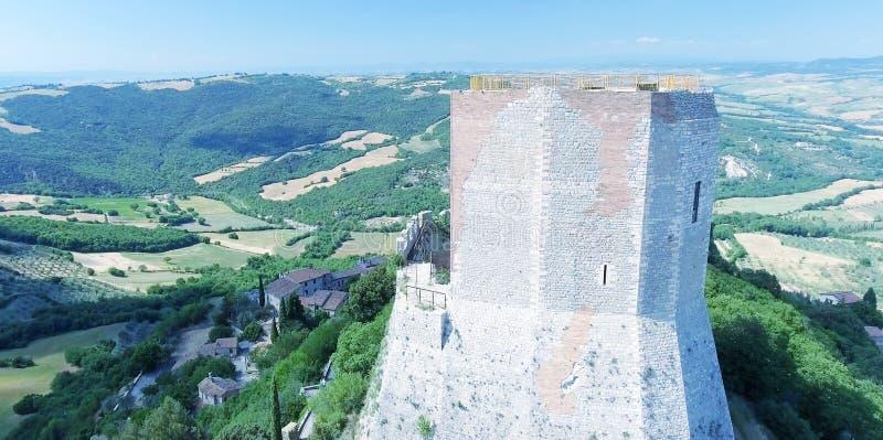 Opinión aérea maravillosa Rocca di Castiglione, Val D'Orcia - Tus foto de archivo libre de regalías