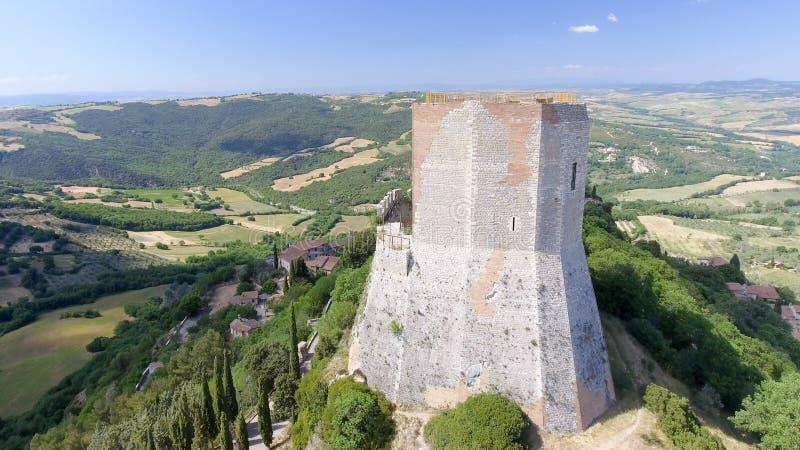 Opinión aérea maravillosa Rocca di Castiglione, Val D'Orcia - Tus fotografía de archivo