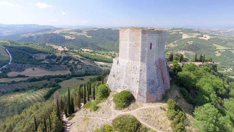 Opinión aérea maravillosa Rocca di Castiglione, Val D'Orcia - Tus imagen de archivo libre de regalías