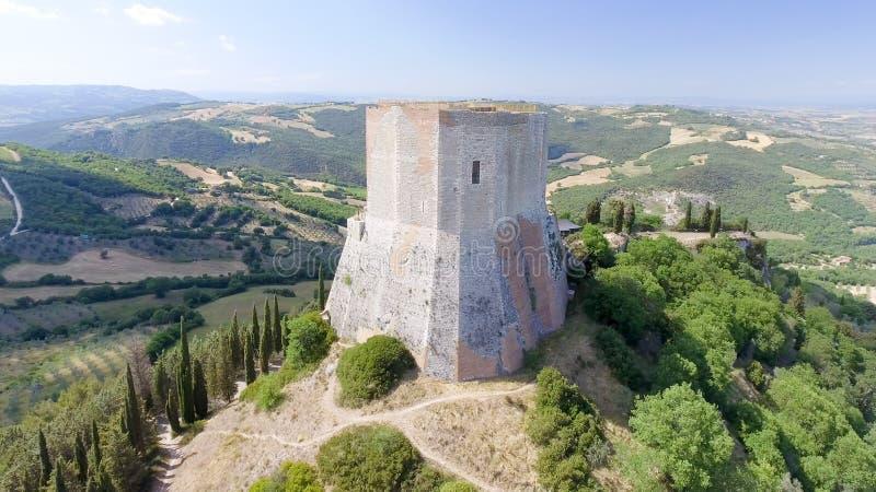 Opinión aérea maravillosa Rocca di Castiglione, Val D'Orcia - Tus imágenes de archivo libres de regalías
