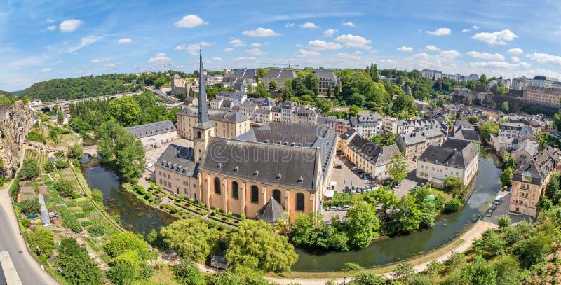 Opinión aérea panorámica sobre la ciudad de Luxemburgo fotografía de archivo