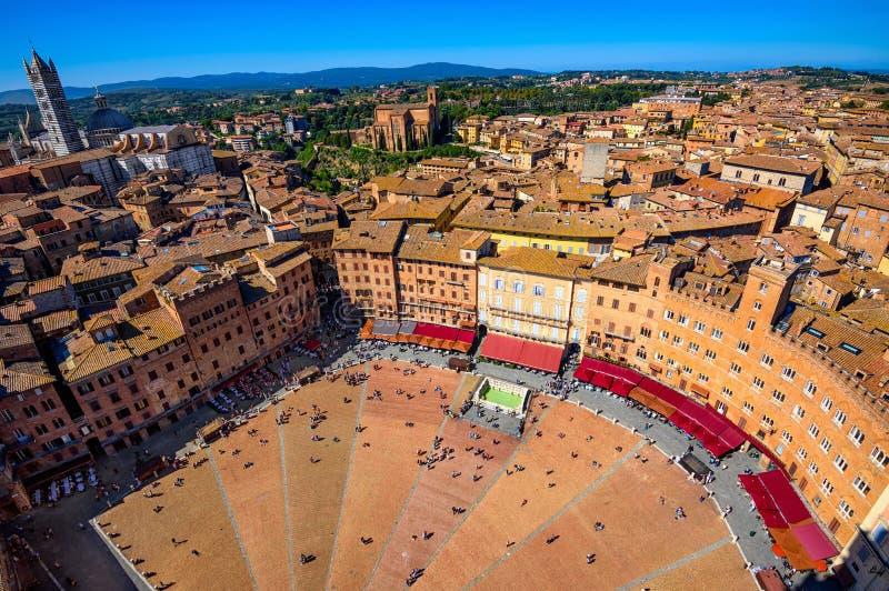 Opinión aérea Siena, Campo Square Piazza del Campo y Siena Duomo en Siena imagenes de archivo