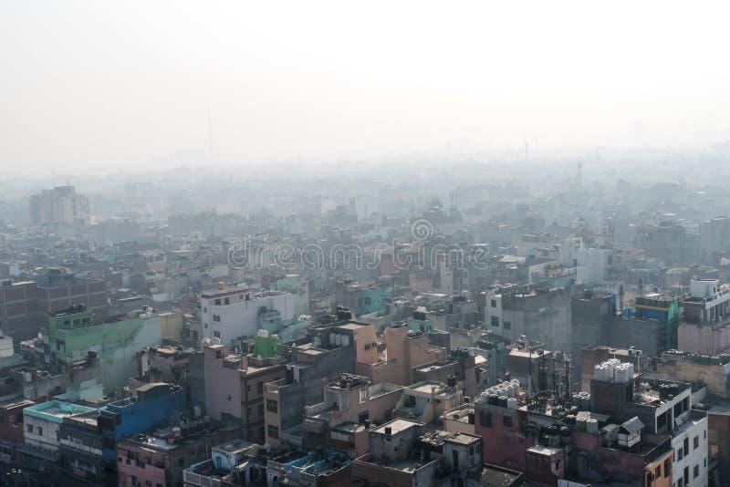Opinión aérea sobre el caos de edificios coloreados fotos de archivo