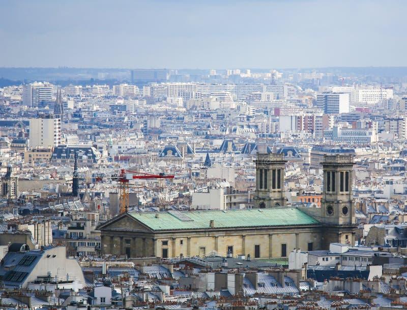 Opinión aérea sobre el centro de París con la iglesia de St Vincent de Paul imagen de archivo