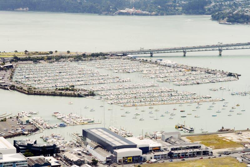 Opinión aérea sobre el puerto del yate de Auckland foto de archivo libre de regalías