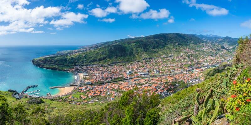 Opinión aérea sobre la bahía de Machico, isla de Madeira, Portugal fotos de archivo