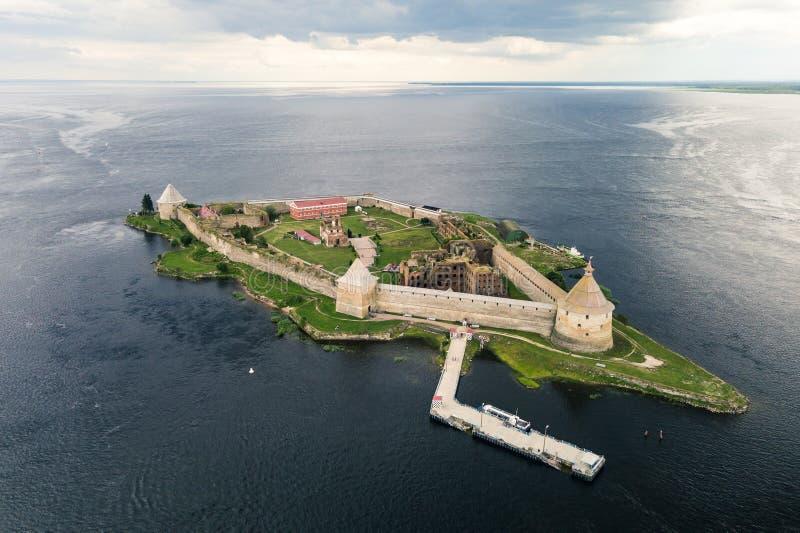 Opinión aérea sobre la fortaleza Oreshek imagenes de archivo