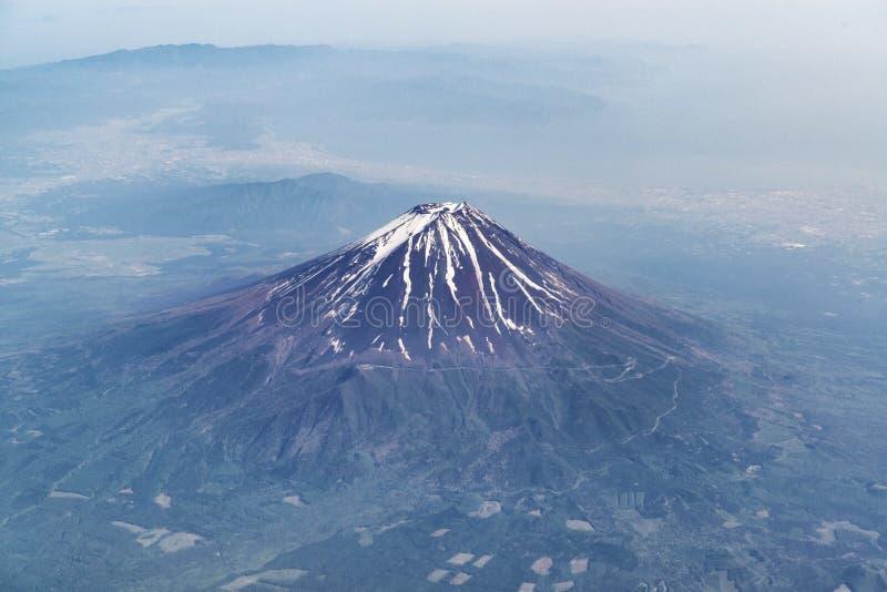 Opini?n a?rea sobre la monta?a de Fuji fotografía de archivo