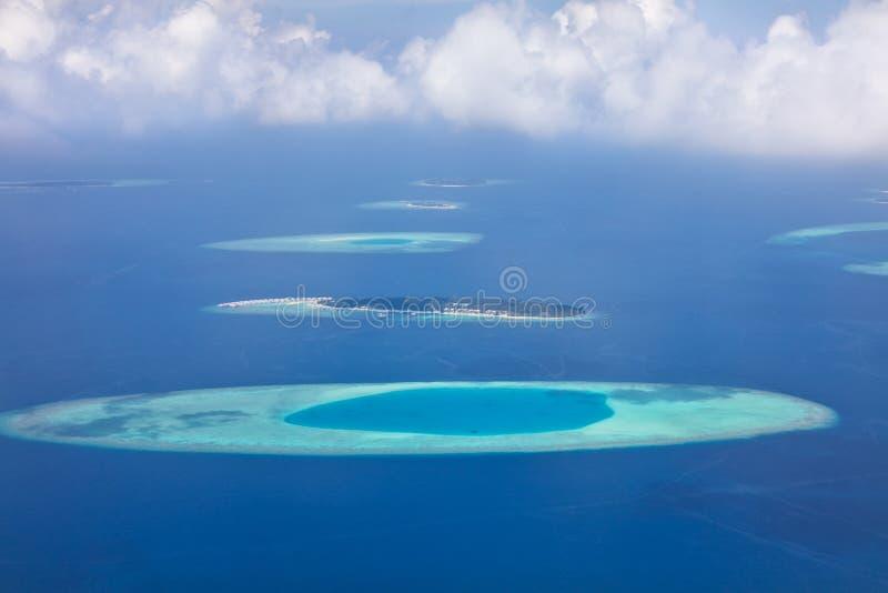 Opinión aérea sobre las islas de Maldivas, atol del Raa foto de archivo libre de regalías