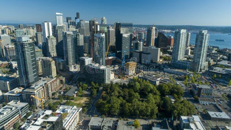 Opinión aérea Sunny Day Skyscrapers del horizonte de Seattle imágenes de archivo libres de regalías