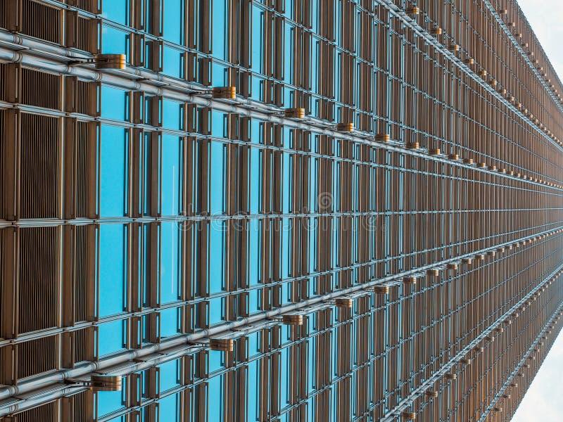 Opinión abstracta Cheung Kong Center del ángulo bajo, central, Hong Kong - 7 de diciembre de 2015: Es un rascacielos diseñado por imagenes de archivo
