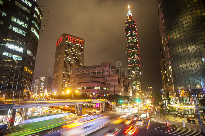 Opinión agradable de la noche de la ciudad de Taipei fotos de archivo libres de regalías