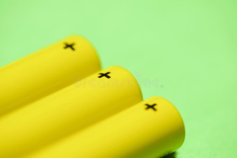 Opinión amarilla de las baterías fotografía de archivo libre de regalías