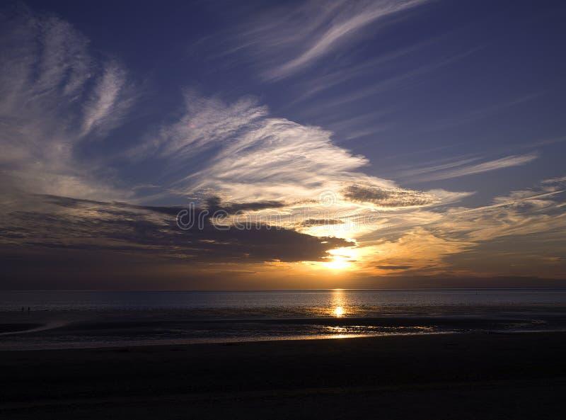 Opinión amplia de la playa de la puesta del sol de Hunstanton Norfolk fotos de archivo libres de regalías