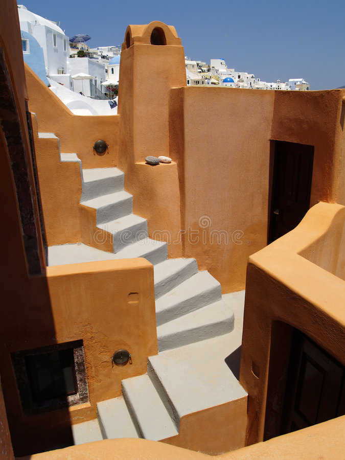 Opinión anaranjada colorida sobre Santorini, Grecia imágenes de archivo libres de regalías