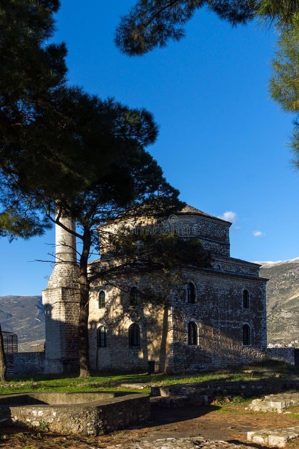 Opinión asombrosa de la puesta del sol de la mezquita de Fethiye en el castillo de la ciudad de Ioannina, Epirus, Grecia imagenes de archivo