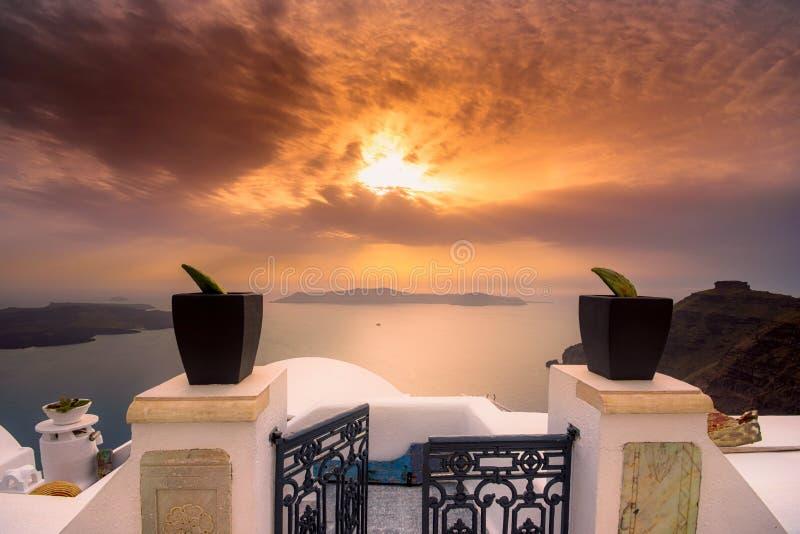 Opinión asombrosa de la tarde de Fira, caldera, volcán de Santorini, Grecia fotografía de archivo libre de regalías